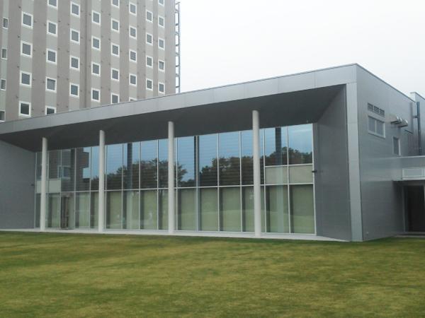 可動ルーバー導入実績:小野市市民交流ホール